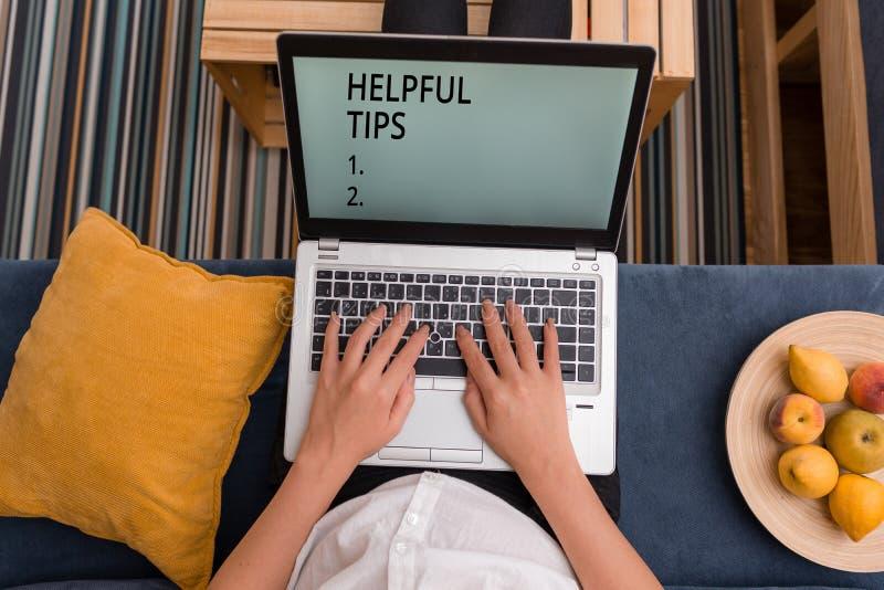 手写文本有用的技巧 意味建议的概念提是有用的知识在生活中 免版税库存照片