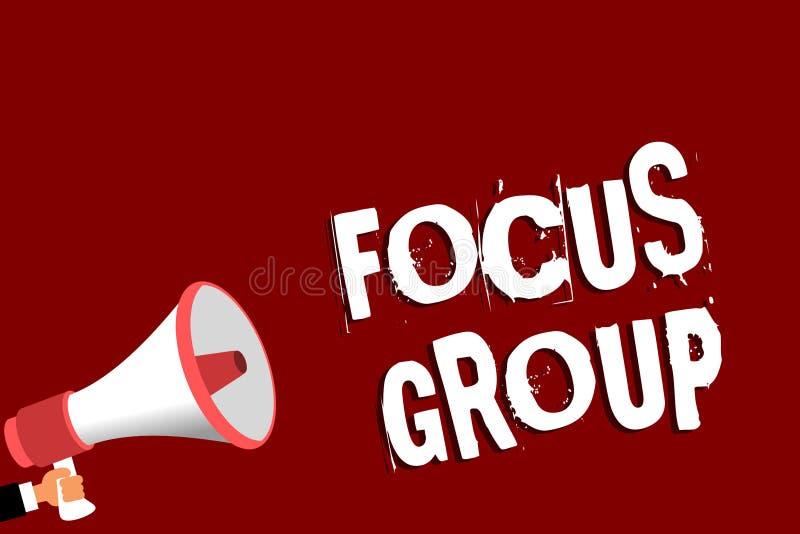 手写文本焦点群 概念意思人聚集参加关于某事的讨论拿着扩音机的人 向量例证