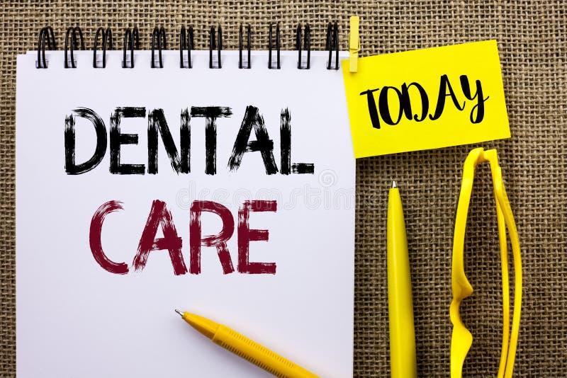 手写文本牙齿保护 意味口头牙嘴有同情心的安全卫生学保护章程的概念写在笔记本Bo 免版税库存图片