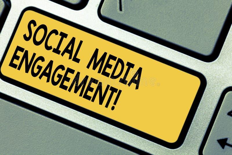 手写文本社会媒介订婚 沟通在一个联机用户平台键盘键的概念意思 库存例证