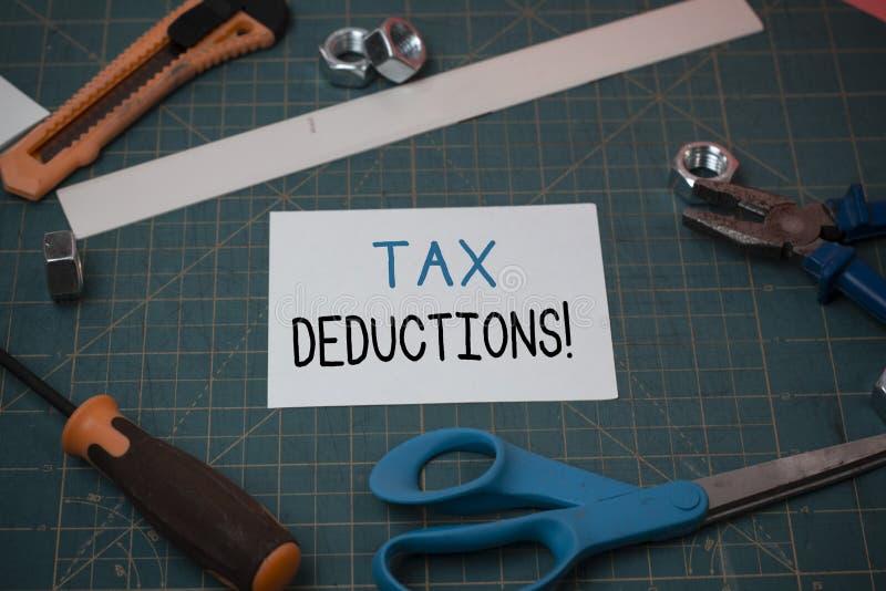 手写文本税收减免 意味能被收税费用木匠业的减少收入的概念 库存图片