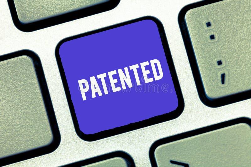 手写文本给予了专利 概念意思的发明或过程商谈被保护的正确的公文 向量例证