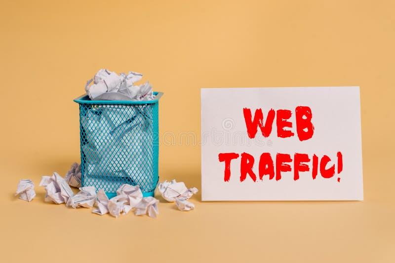 手写文本网交通 概念访客送和接受的意思相当数量数据到网站压皱纸 免版税库存图片