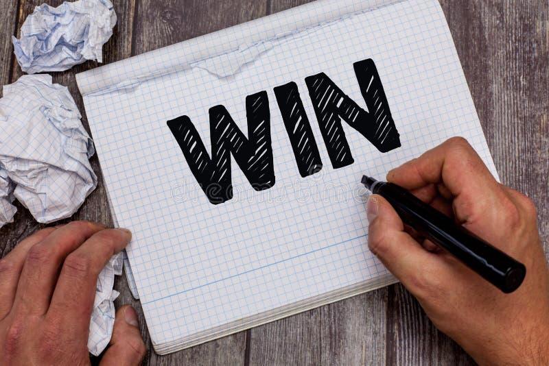 手写文本胜利 概念意思是卓有成效的,并且战胜设法成功由努力获得某事 库存图片