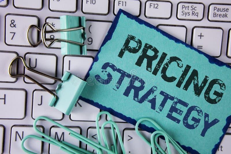手写文本订价战略 概念意思营销销售战略赢利在稠粘的笔记写的促进竞选活动Pap 免版税库存图片