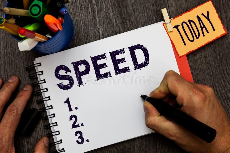 手写文本速度 概念某人或某事移动的平均率操作齿轮ratapp商店人藏品 免版税库存图片