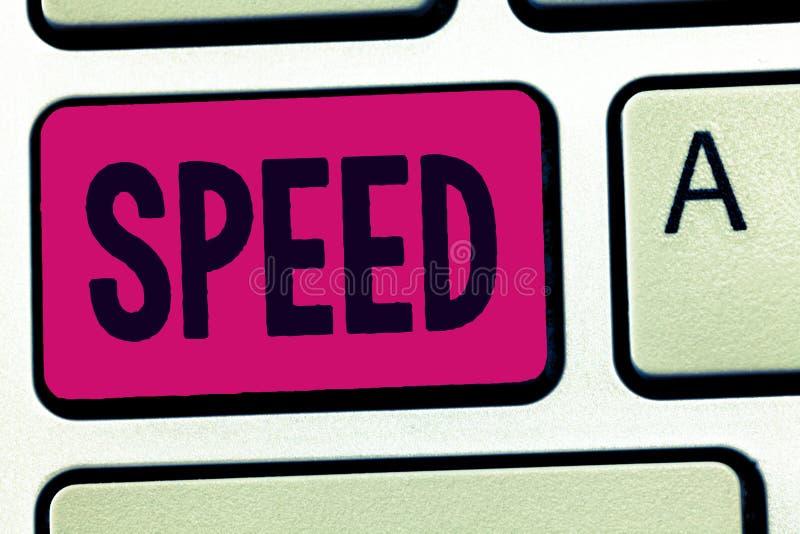 手写文本速度 概念某人或某事移动的平均率操作齿轮ratapp商店 免版税库存照片