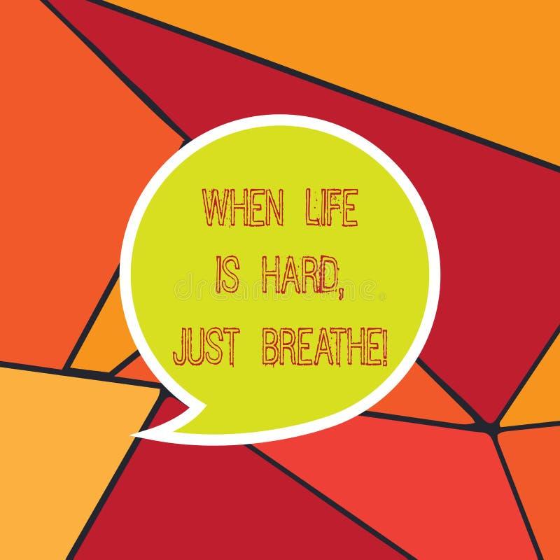 手写文本,当生活艰苦是呼吸 概念意味休假克服困难空白的讲话泡影贴纸 免版税库存照片