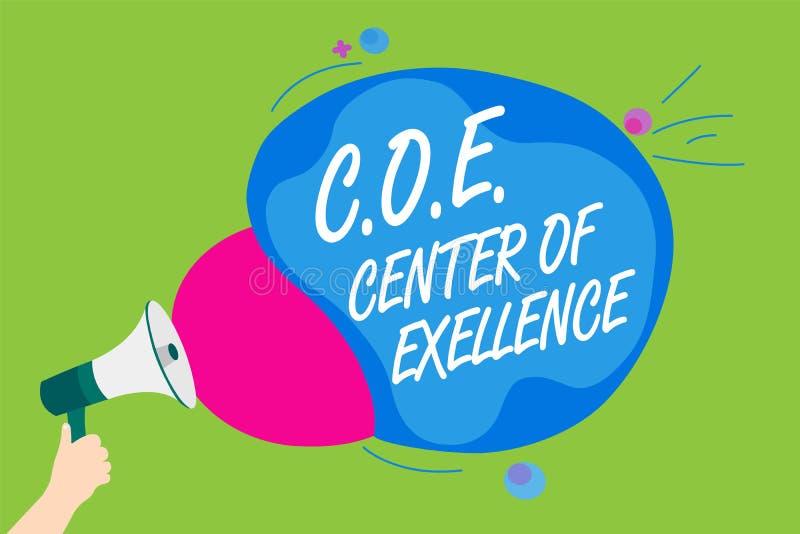 手写文本C O E成就卓越中心 是概念的意思在您的位置的阿尔法领导达到拿着扩音机卢霍的人 皇族释放例证