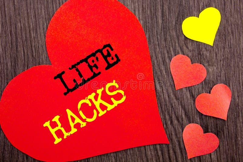 手写显示生活文丐的公告文本 概念乱砍文丐把戏的意思解答帮助在心脏写的效率 免版税库存照片