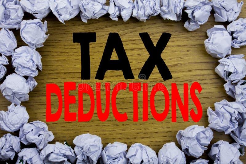 手写显示税收减免的公告文本 在木写的财务接踵而来的税钱扣除的企业概念 图库摄影