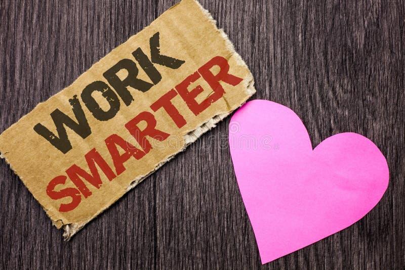手写更加聪明文本的工作 意味高效率的聪明的工作任务有效的更加快速的方法的概念写在纸板片断o 图库摄影