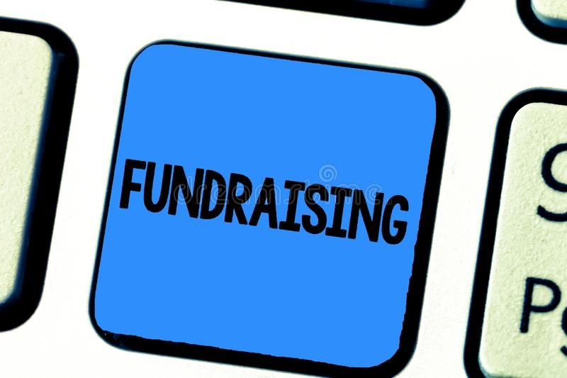 手写筹款文本的文字 概念意思寻找财政支持慈善原因或企业 免版税库存图片