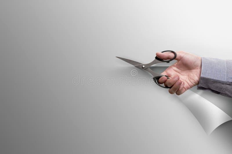 手切开与剪刀的白纸 库存照片