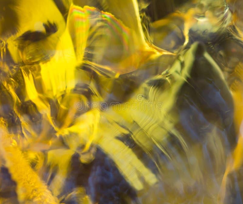 手吹的黄色玻璃关闭  库存图片