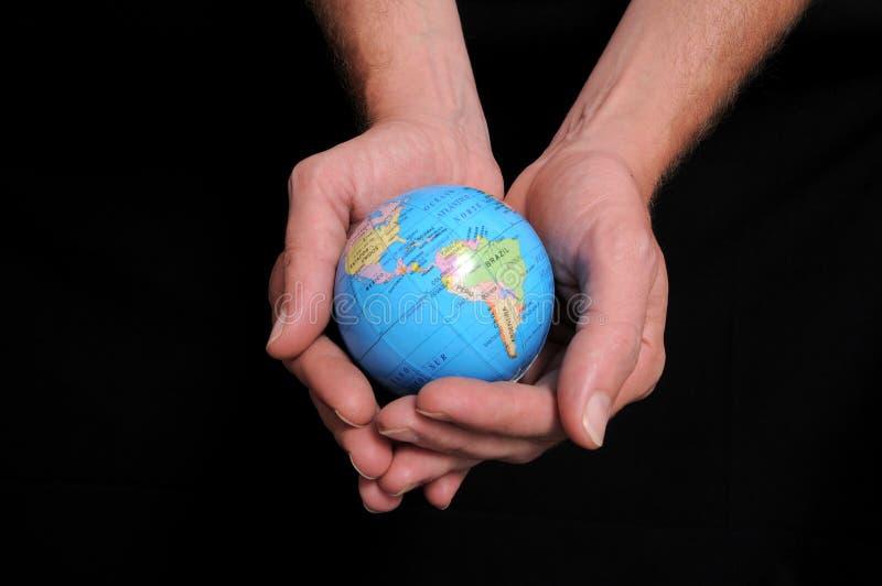 手和地球 免版税库存照片
