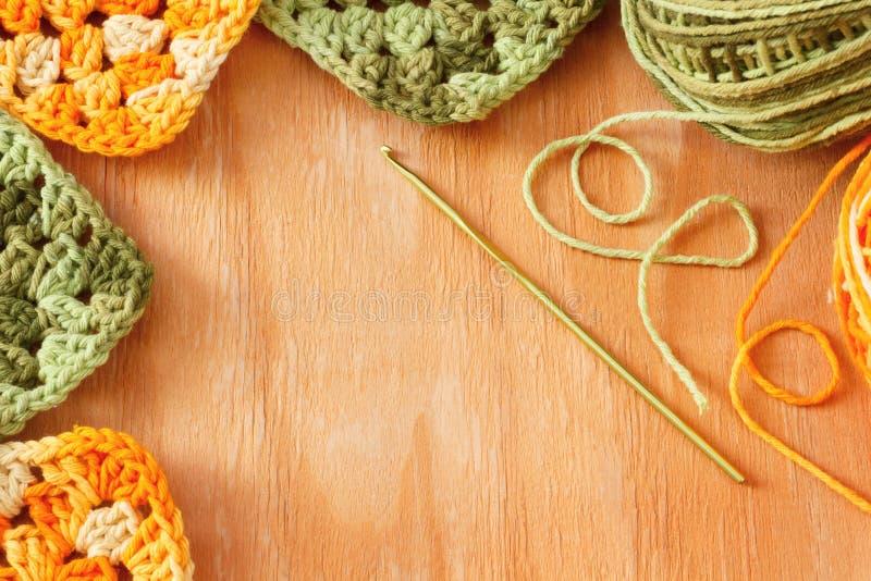 手工制造五颜六色的钩针编织老婆婆阿富汗人正方形 免版税图库摄影