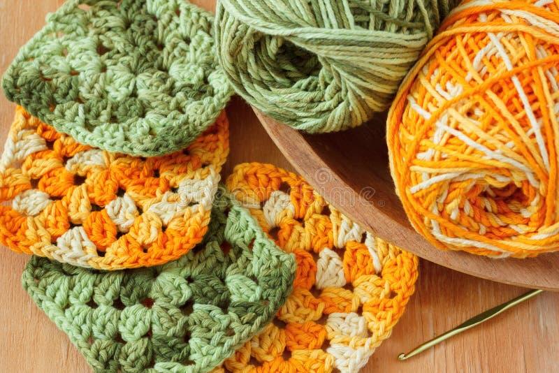 手工制造五颜六色的钩针编织老婆婆阿富汗人正方形 免版税库存图片