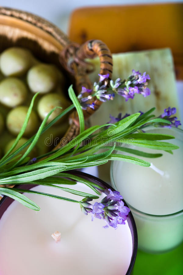 手工制造淡紫色肥皂 免版税库存照片