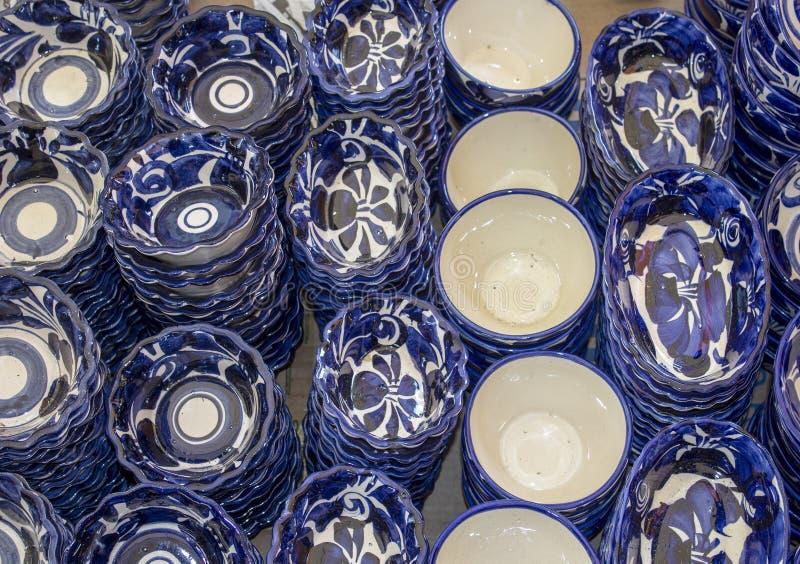 手工制造瓦器和手画塔拉韦拉瓦器在普埃布拉墨西哥 传统艺术和样式 免版税库存照片