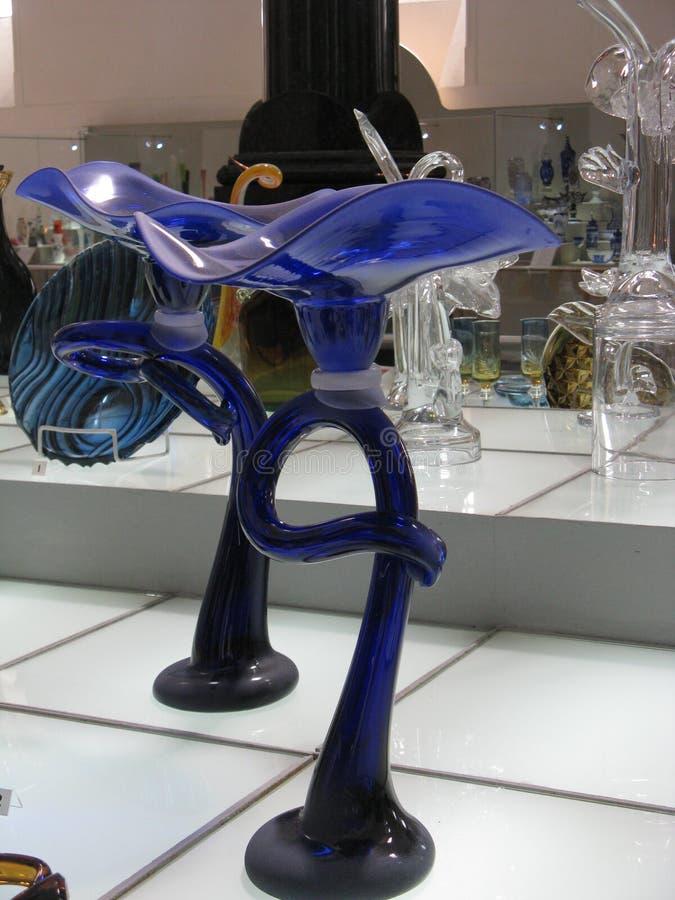 手工制造蓝色玻璃的花 免版税库存图片