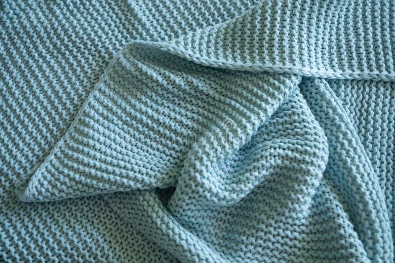 手工制造蓝色编织了羊毛毯子,纹理背景 免版税库存图片