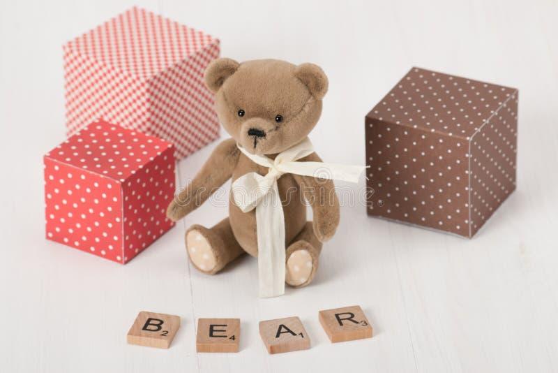 手工制造软的玩具 熊词 传统女用连杉衬裤 免版税库存照片