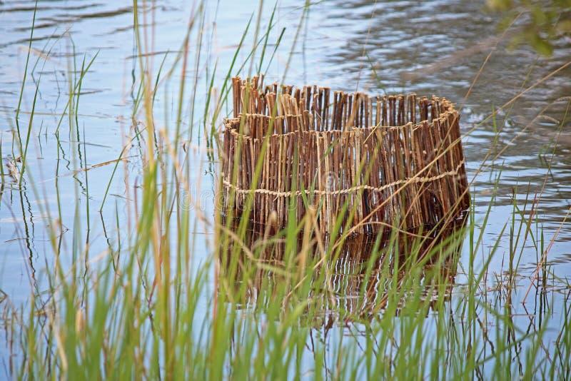 手工制造鱼设陷井使用由本机在河在纳米比亚 免版税图库摄影