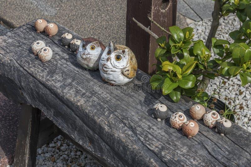 手工造猫头鹰雕塑 免版税图库摄影