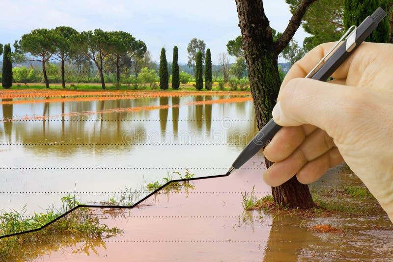 手得出关于季节性降雨量-概念图象的一张图表 免版税库存图片
