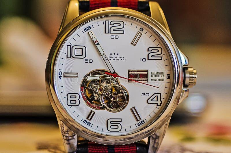 手手表的特写镜头,时钟的细节 库存图片