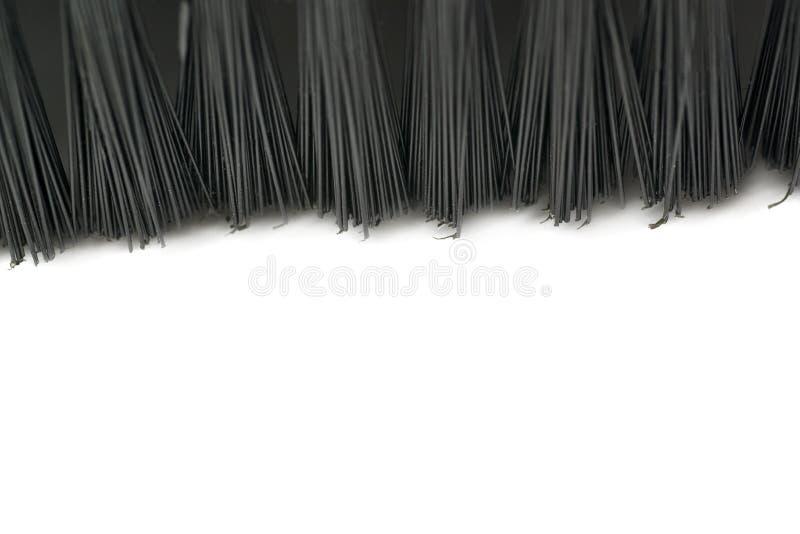 手扶的小真空刷式清选机的头发在白色背景的 免版税库存图片