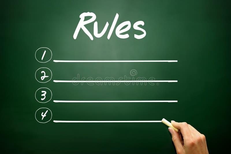 手拉的在黑板的规则空白的名单概念 图库摄影