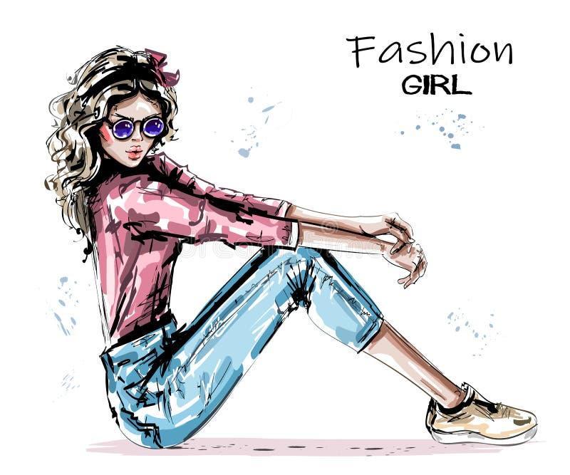 手拉的美丽的年轻女人坐地板 时髦的典雅的girlin太阳镜 时尚妇女神色 皇族释放例证