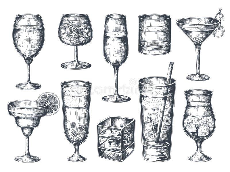 手拉的鸡尾酒 与酒精饮料补品的玻璃和柠檬水、马蒂尼鸡尾酒杜松子酒兰姆酒和热带饮料 ?? 皇族释放例证
