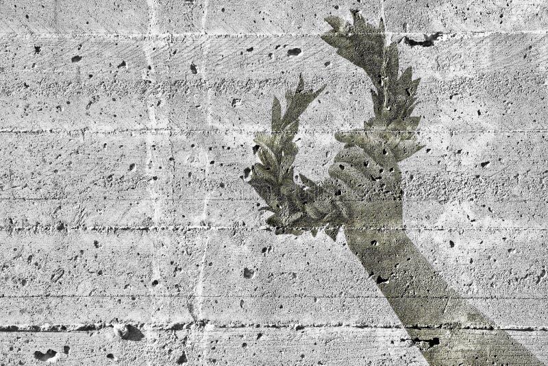 手拿着一个月桂树花圈-反对一具体wa的概念图象 库存照片