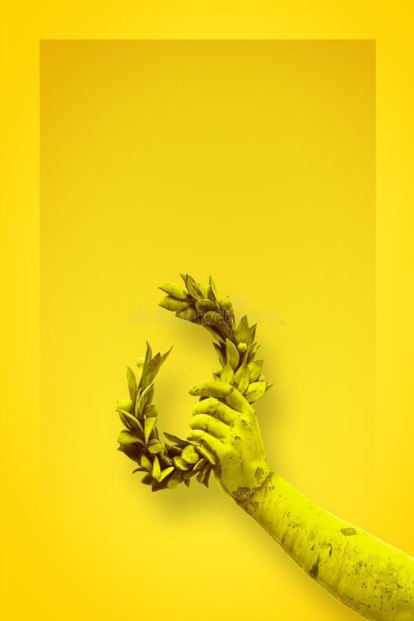 手拿着一个月桂树花圈-在单色backgr的古铜色雕象 图库摄影
