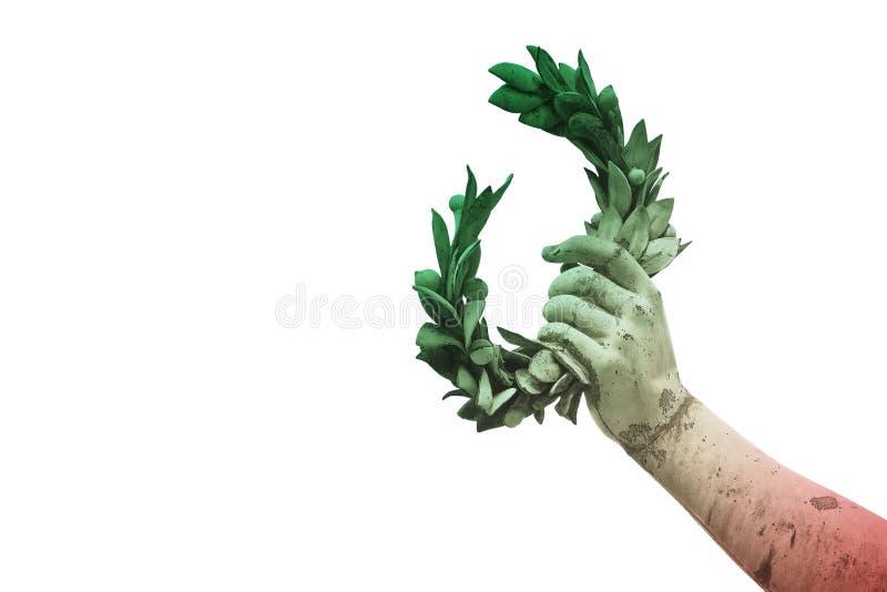 手拿着一个月桂树花圈-在意大利旗子背景的古铜色雕象-成功和名望概念图象-与拷贝空间的图象 库存照片