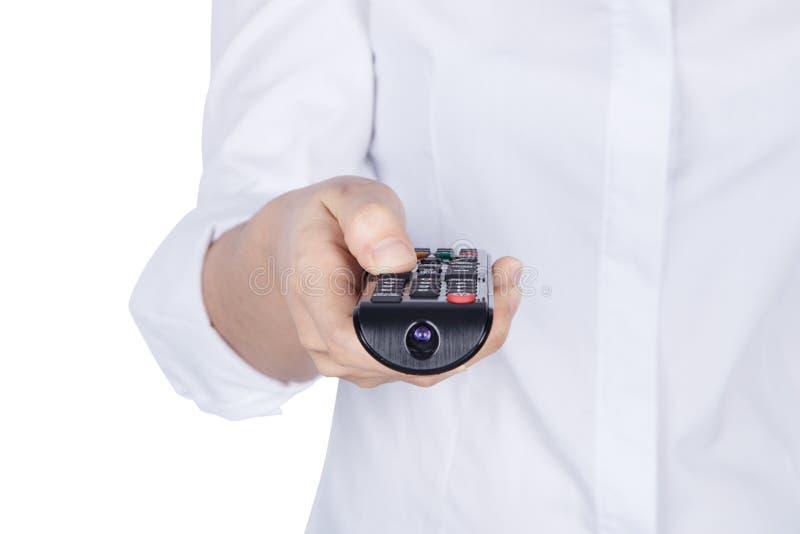 手拿着电视遥控与在白色backg隔绝的身体 图库摄影