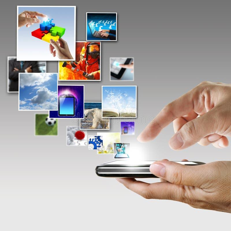 手拿着触摸屏手机 库存图片