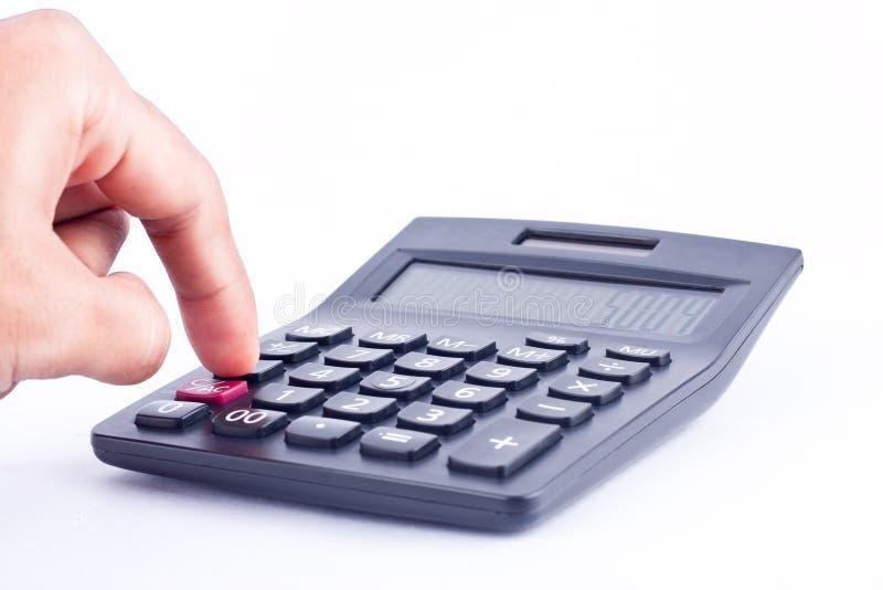 手指手在白色背景上把计算的数字认为的会计事务按钮计算器放 免版税库存图片