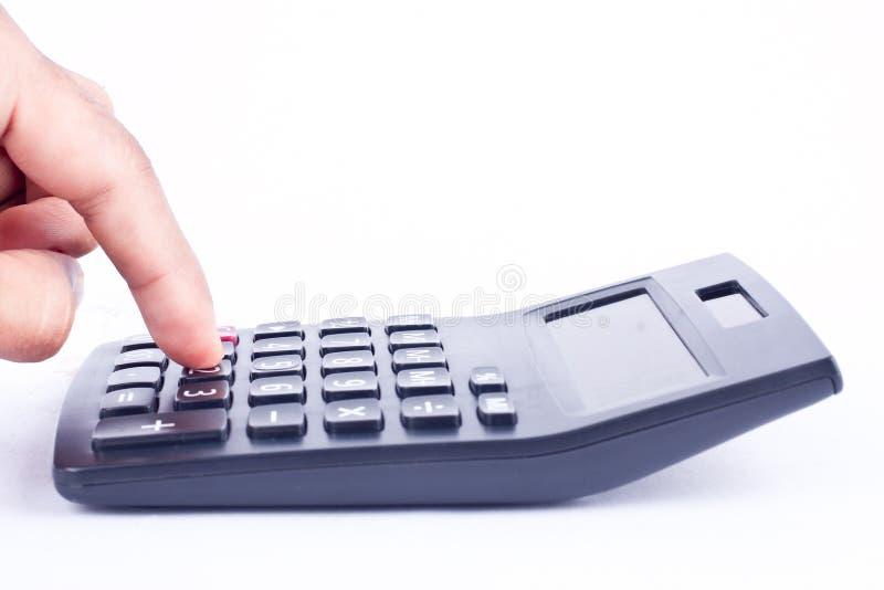 手指手在白色背景上把计算的数字认为的会计事务按钮计算器放 库存图片
