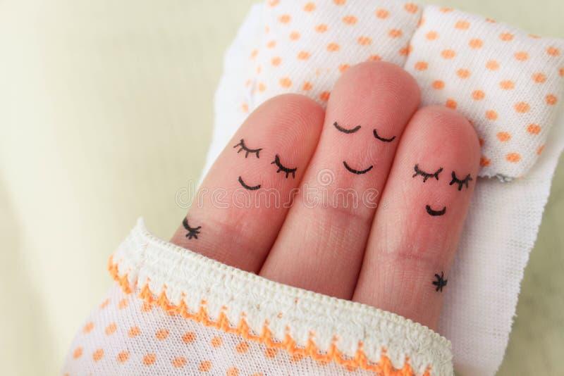 手指艺术 愉快的人与两名妇女睡觉 免版税库存图片