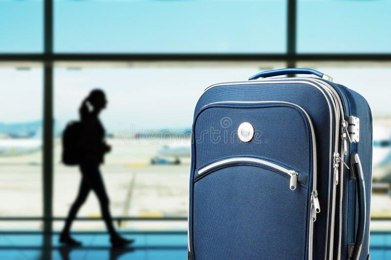 手提箱在机场 库存照片