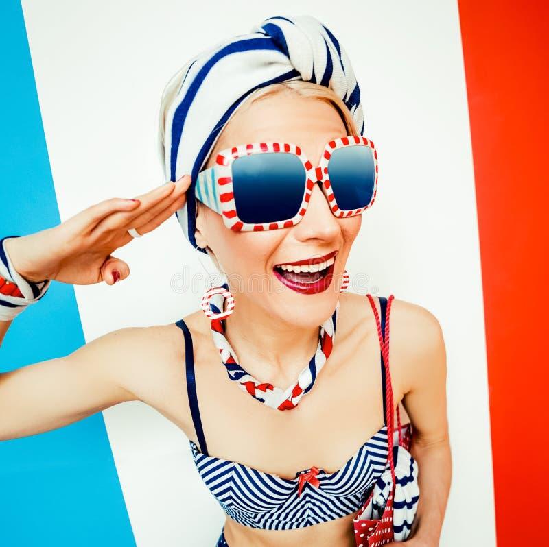 水手时尚女孩 夏天海滩样式 免版税库存图片