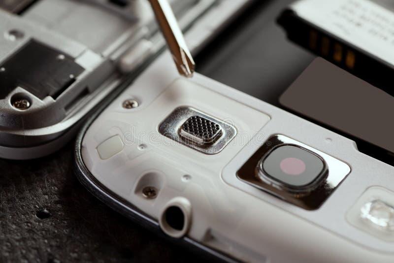 手机和其他小配件修理  免版税库存图片