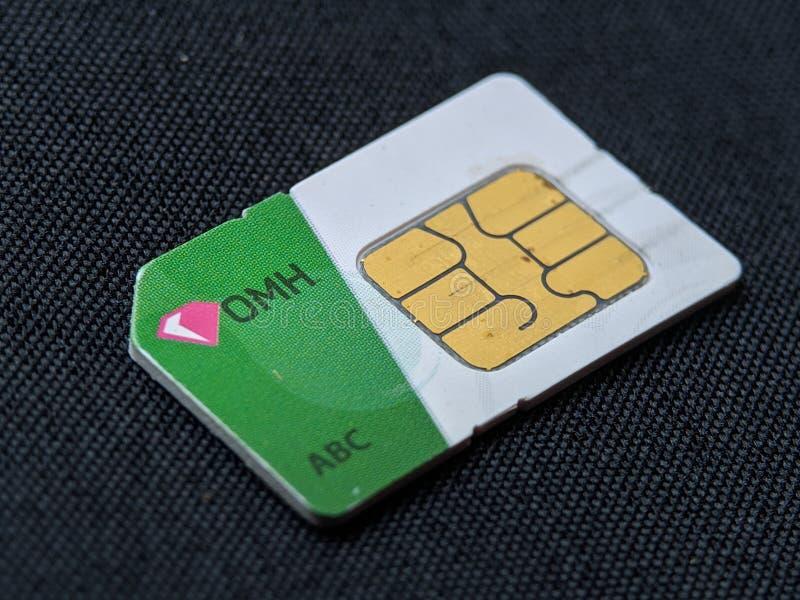 手机在黑背景纹理的sim卡片 免版税库存图片