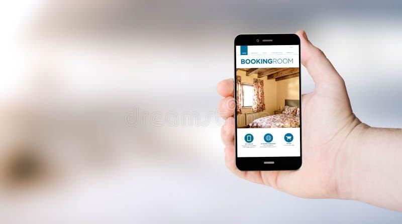 手机在userÂ的手上的售票网 免版税库存图片