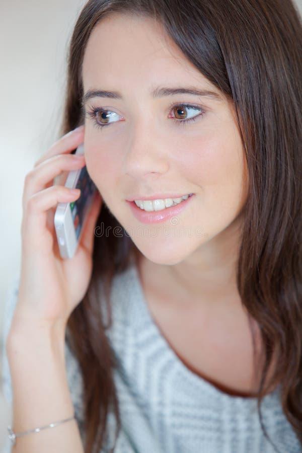手机的小姐 免版税库存图片