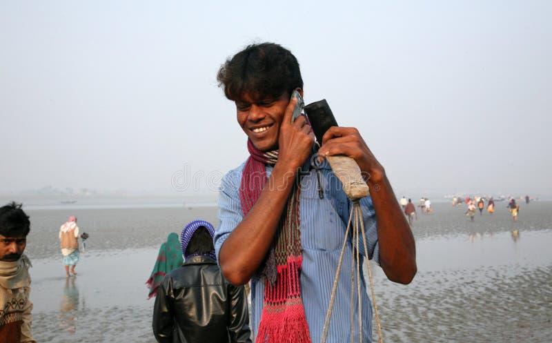 手机盖子和苏达班密林,印度的多数遥远的部分信号  免版税库存图片